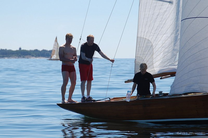 Summer heat sailing in theHelsinki Regattakeelboat classes. Althought non-existing wind some of the boats managed to race under the maximum race time of 3 hours. Lots of fun and happy faces after the race.