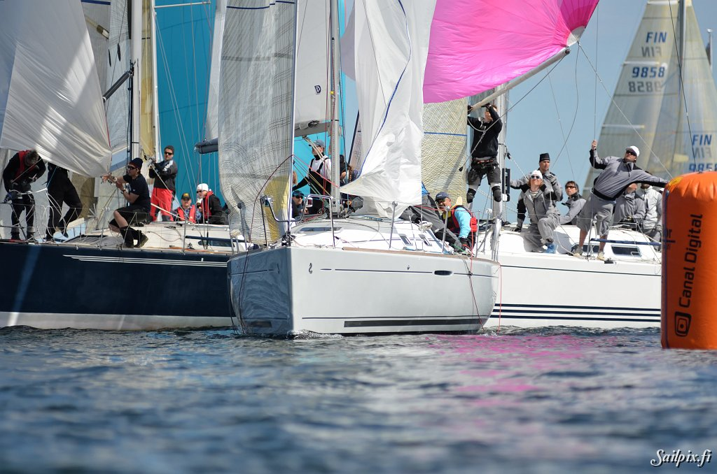 WB Sails Round the Buoys,HSK. Many yachts – many pictures.