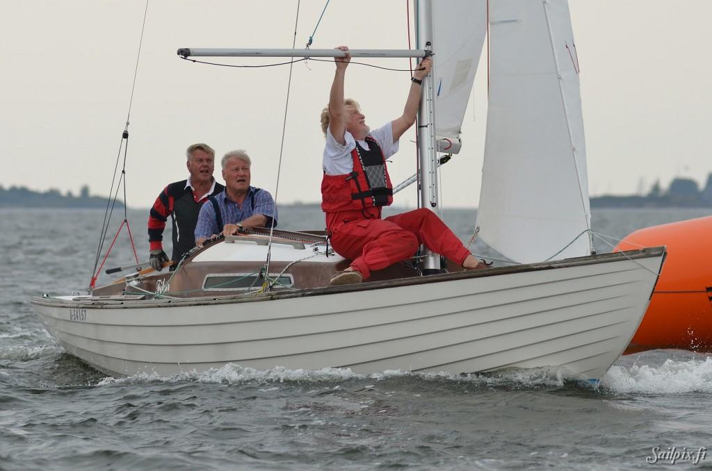 Musto Classicat Brändö Seglare with 8mR, 6mR, Dragon, 5m, Star, Hai and Folkboat.Musto_2011_results. Open Slideshow