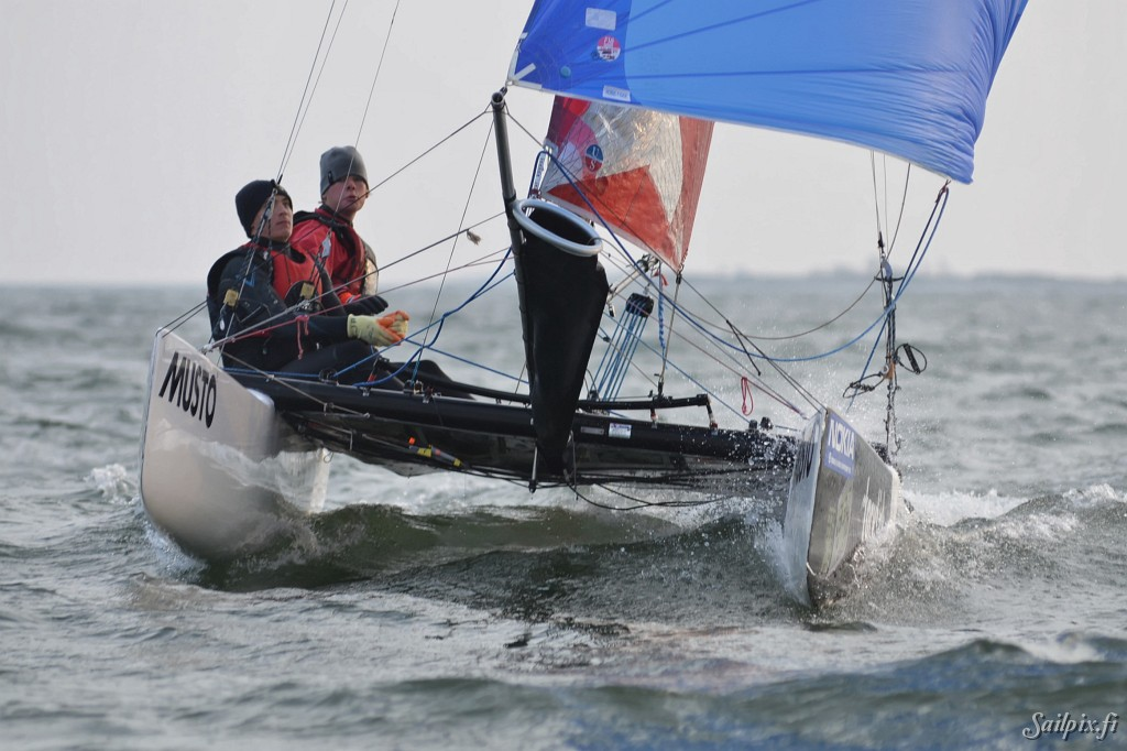 This could be the last sail photo session of the season 2011. Two F18 catamarans training outside of HSS. Open Slideshow