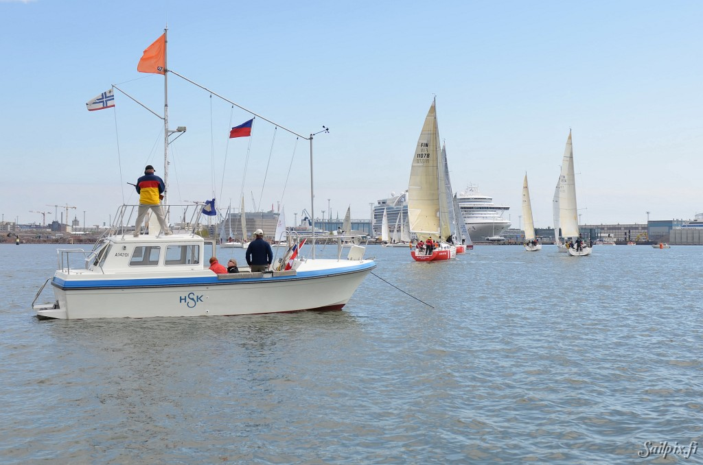 Pro Sailor Race arranged by HSK. Light wind and sunshine in the first Offshore ranking race for the season. Open Slideshow