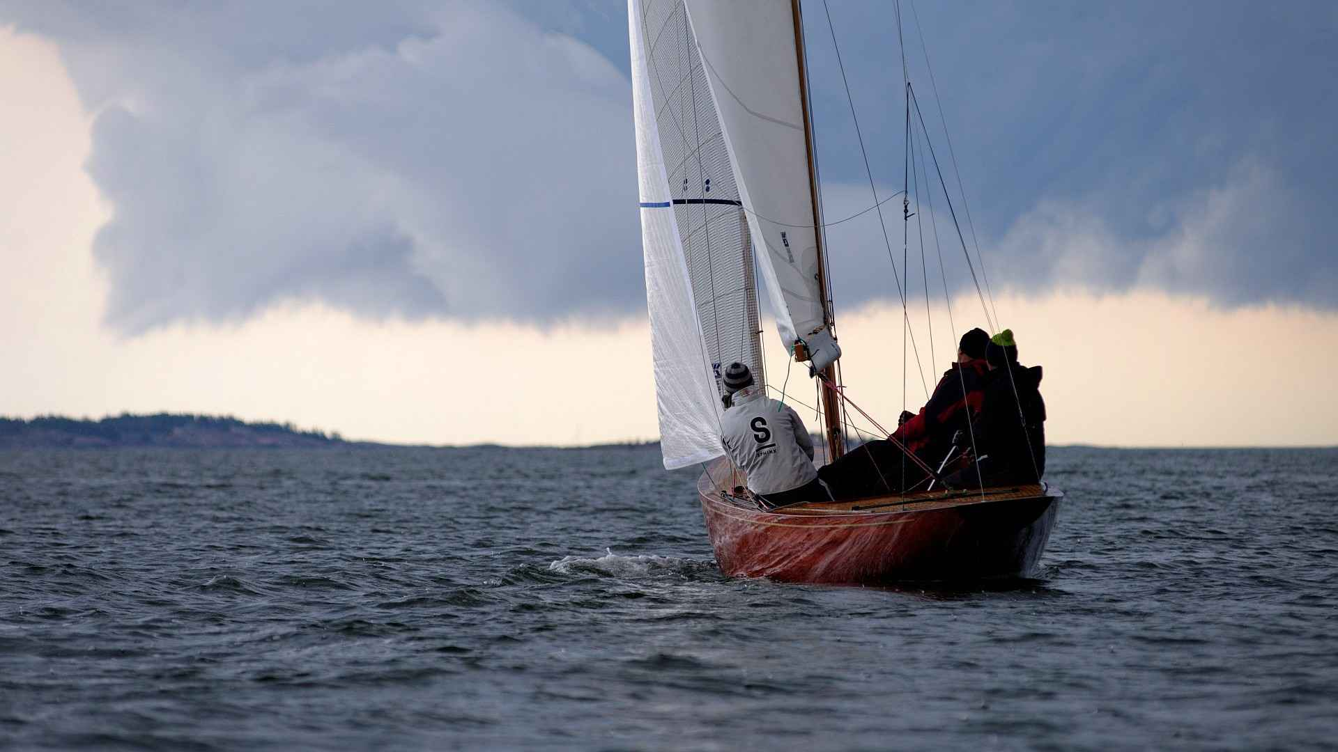 First time in many years, own class championship weekend for the growing Finnish 5m fleet. Still some being renovated, but this class is absolutely growing in Finland. Light wind during the both races, but the approaching rain front gave a dramatic background for photography and some good wind for the sailors at the end.