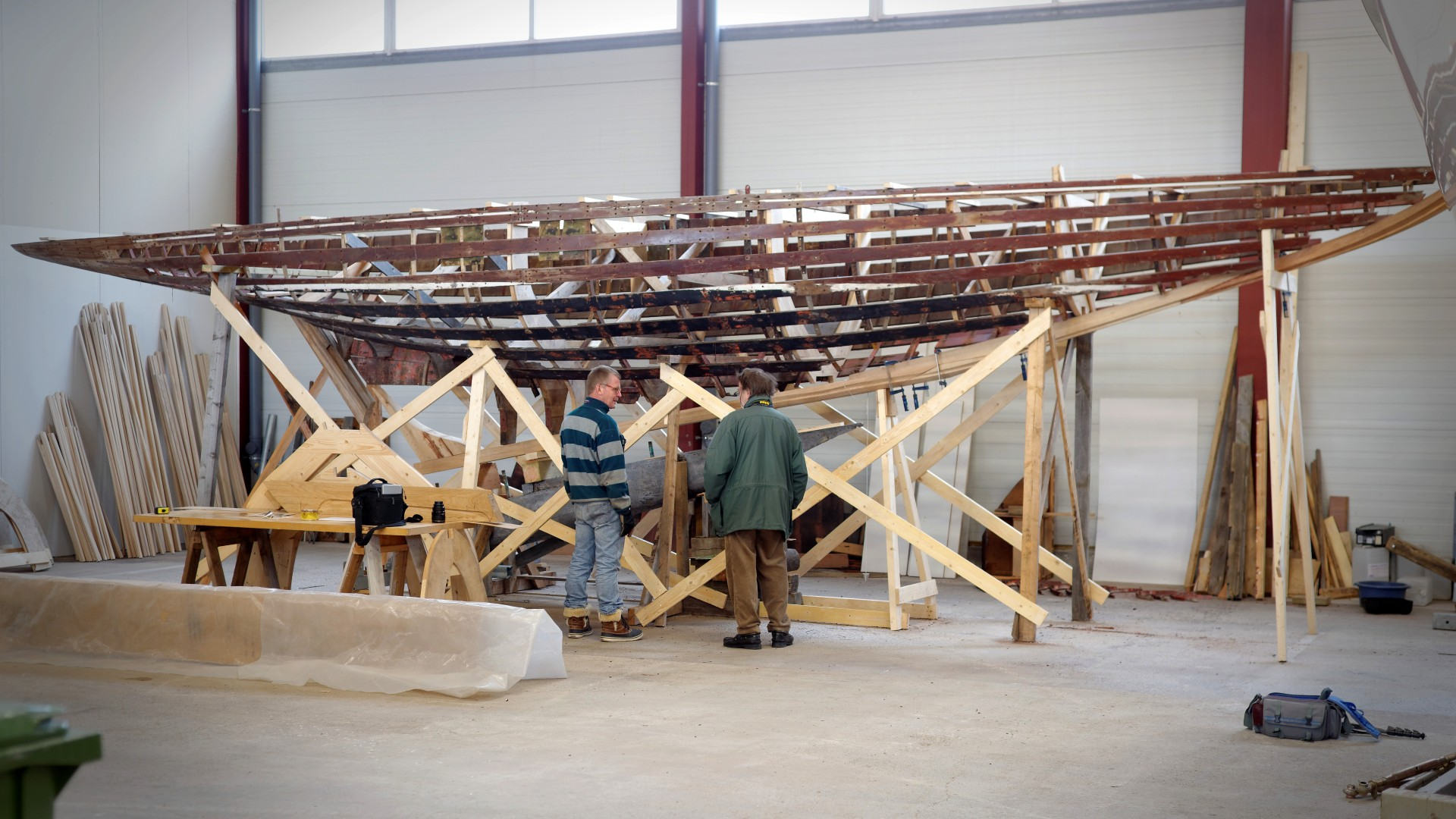 Visited Peter Granström at Tammisaaren Veneveistämö for the third time to follow up with progress of restoration of the 6mR Renata. At the moment the hull looks like a skeleton, which is getting a new spine as the new keel stock and stem are being installed. A lot of caution is also set in restoring […]