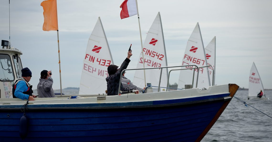 Europe and Zoom8 class dinghies weekend regatta organized byHangö Segelförening (HSF). Photos (52) are from Sunday with more wind than on Saturday, but unfortunately also some clouds. Many individual photos of the junior sailors.  If you were sailing at this Audi Dinghy Regatta, you can get the photo of yourself FOR FREEin full resolution […]